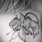 Фото готовой тату знак зодиака телец - символ быка и розы для девушки