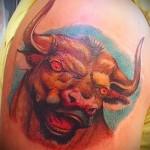 Фото готовой тату знак зодиака телец - цветная татуировка с кроваво красными глазами быка