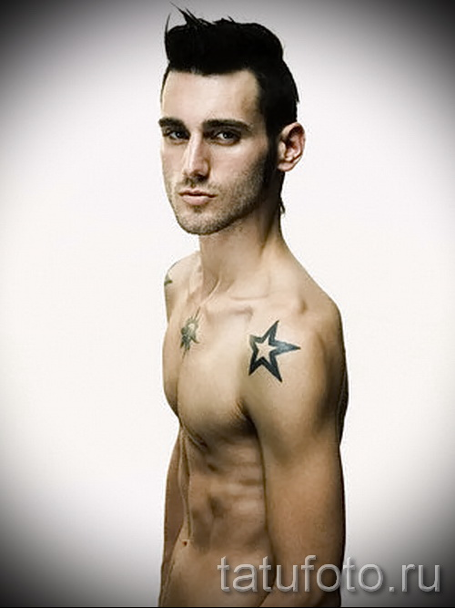 Звезда на ключице у парня - пример татуировки фото