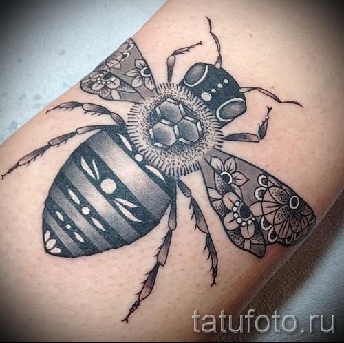 Фото тату пчела - блекворк тату на руку