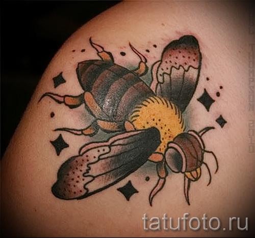 Фото тату пчела - большая необычная татуировка