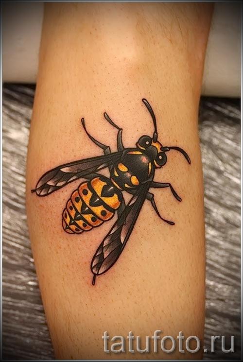 Фото тату пчела - большой цветной рисунок