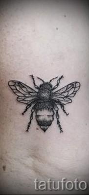 Фото тату пчела – обычный вариант