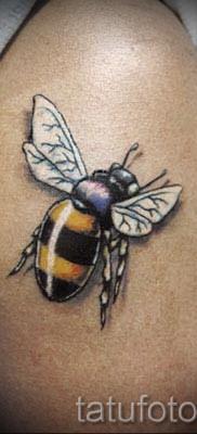 Фото тату пчела – пчела напилась нектара