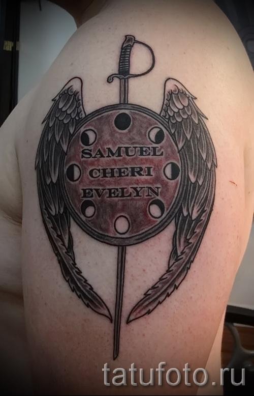 Фото тату щит с отаерстиями и крылья ангела