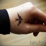 маленькая ласточка тату - фото пример 1