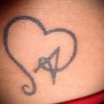 тату буква в сердце - фото готовой татуировки - 20122015 № 1