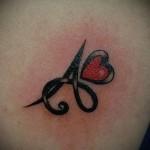 тату буква в сердце - фото готовой татуировки - 20122015 № 3