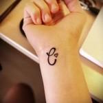 тату буквы на руке - фото готовой татуировки - 20122015 № 20