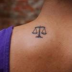 тату знак весы на шее - фото пример от 13122015 № 1