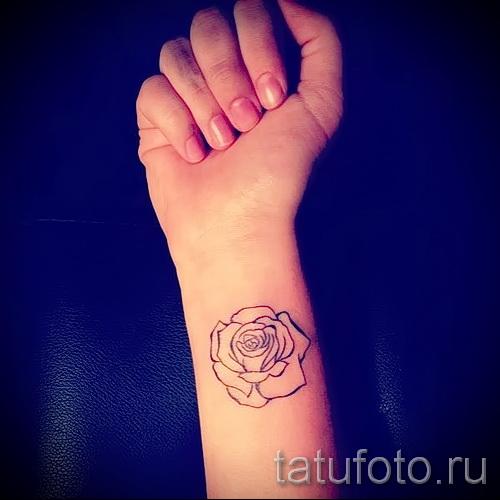 Контурные татуировки на ноге