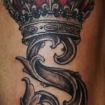 тату корона с буквой - фото готовой татуировки - 20122015 № 5
