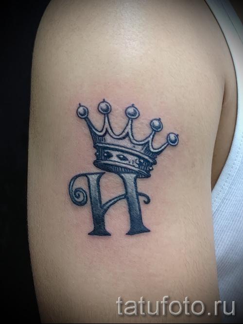 тату корона с буквой - фото готовой татуировки - 20122015 № 9