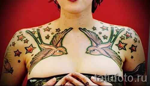 тату ласточки на груди - фото пример 71