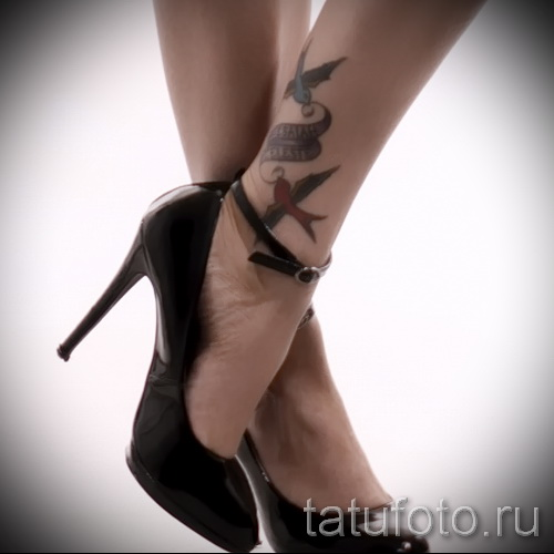 тату ласточки на ноге - фото пример 14