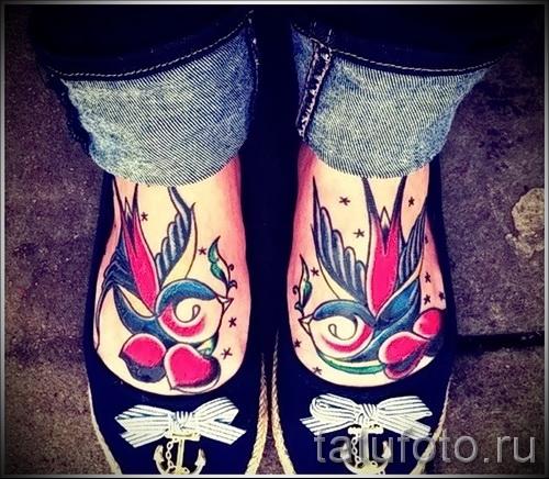 тату ласточки на ноге - фото пример 24