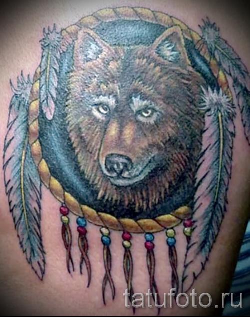 Волк в татуировке с ловцом снов фото 1