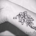 тату на кисти цветы - фото классной татуировки от 21122015 № 1