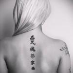 тату на спине буквы - фото готовой татуировки - 20122015 № 1