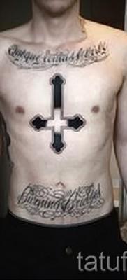 тату перевернутый крест – пример на фото от 08122015 № 17