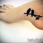 тату птицы на щиколотке - пример на фото 1