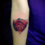 тату роза в треугольнике - фото вариант от 15122015 № 1