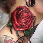 тату роза на шее - фото вариант от 15122015 № 1