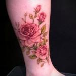 тату роза на щиколотке - пример на фото 1