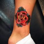 тату роза на щиколотке - пример на фото 4