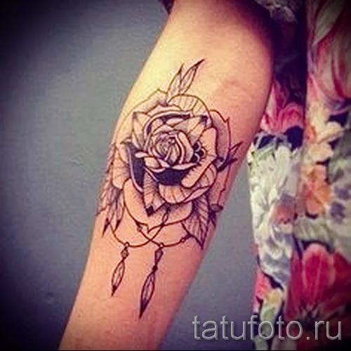 Тату розы у девушек
