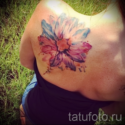 тату цветы на лопатке - фото вариант от 21122015 № 3