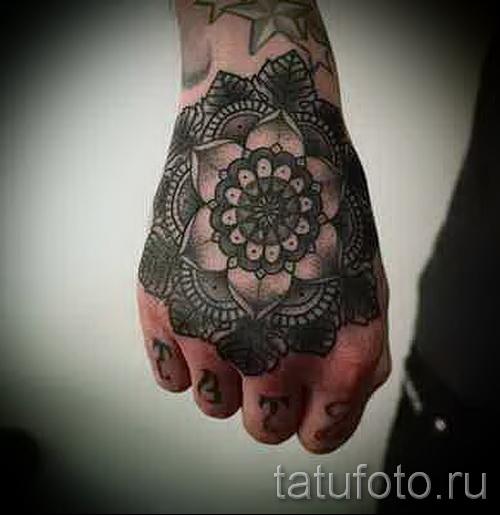 Дотворк - черный цветок на руку - фото тату