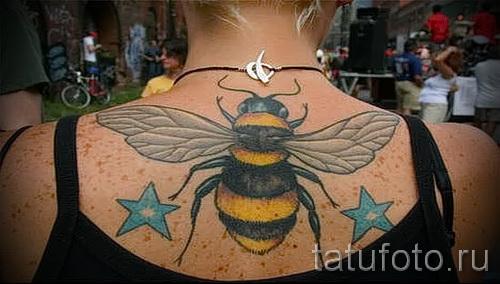 Пример тату пчелы на фото 25