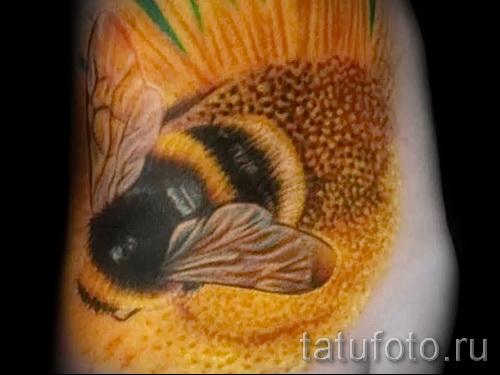 Пример тату пчелы на фото 7
