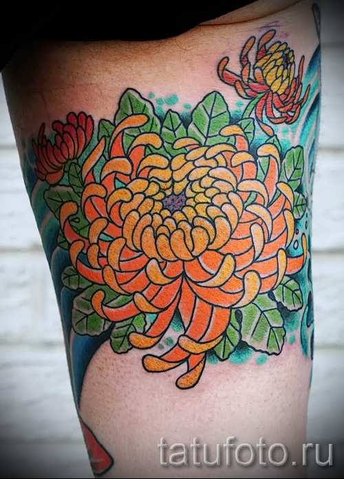 Пример тату хризантема на фото № 12