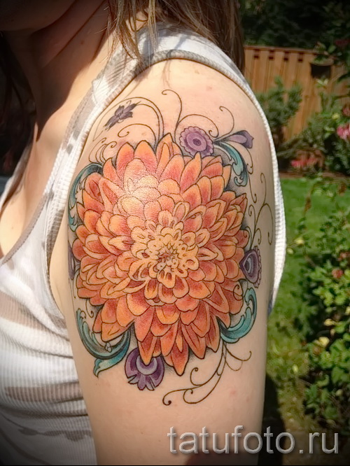 Пример тату хризантема на фото № 37