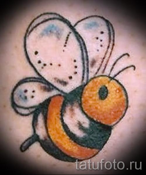 Фото тату пчела - вариант с юмором
