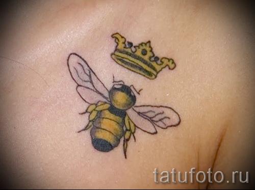 Фото тату пчела - желтая пчелка и золотая корона