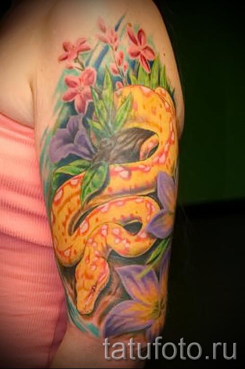 змея в цветах тату - фото вариант от 21122015 № 4