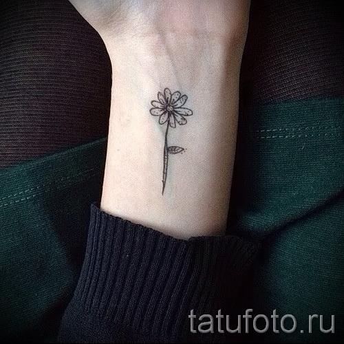 тату на кисти цветы - фото классной татуировки от 21122015 № 5