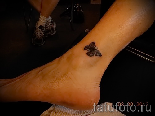 тату на ноге на щиколотке - пример на фото 3