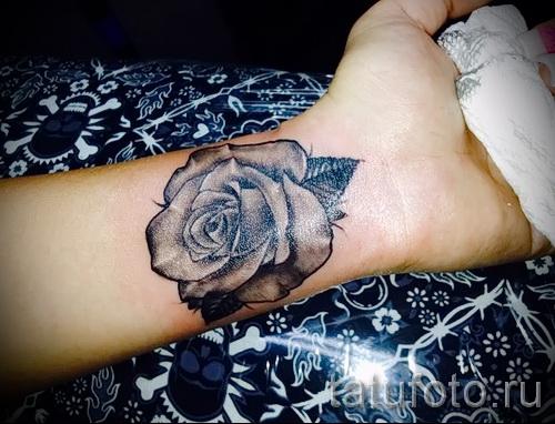 тату роза на запястье - фото вариант от 15122015 № 3