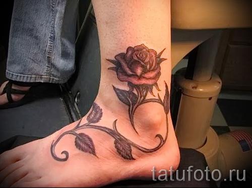 тату роза на щиколотке - пример на фото 5