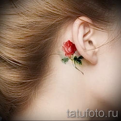 тату цветок за ухом 1