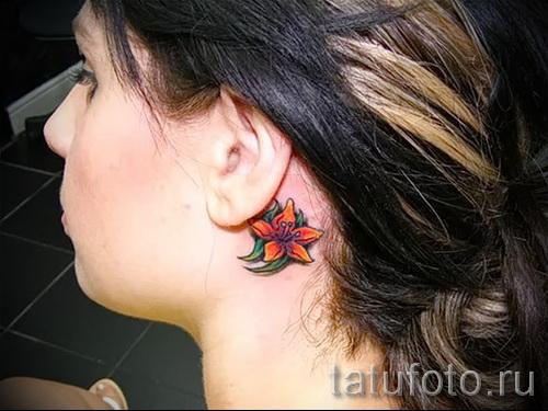 тату цветок за ухом 7