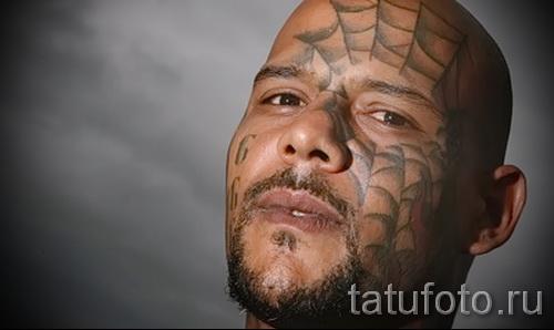 паутина в тату на лице мужчины - фото пример