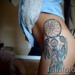 Dreamcatcher tattoo on his thigh 1