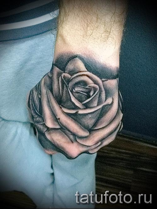 Rose Tattoo auf der Hand - Foto-Option aus dem Nummer 15122015 1