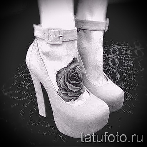 Rose tattoo on foot - Photo by option number 15122015 1