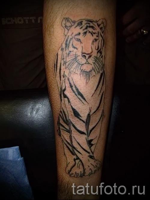 классная татуировка с тигром на икру - фото